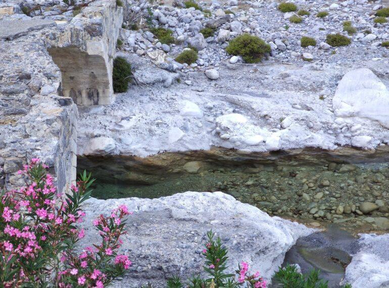 Omalos river
